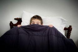 Tips Membantu Anak Mengatasi Ketakutan pada Gelap