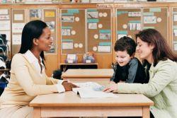 3 Hal Ini Perlu Dihindari Orang Tua Saat Bertemu Guru