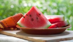 Manfaat Sehat Dibalik Biji Buah Semangka