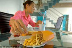 Solusi Agar Makan Tetap Sehat di Tempat Kerja