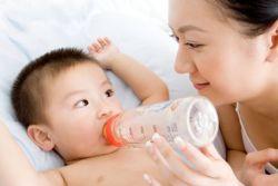 Simak 5 Dampak Buruk Pemberian Air Putih bagi Bayi