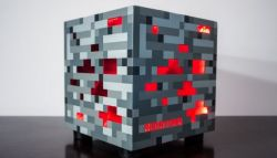 Fans Berat Minecraft Rela Modifikasi Pcnya dengan Atribut Redstone