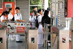 Siswa Pemegang KJP Bisa Naik Transjakarta Gratis!