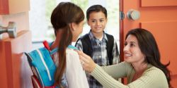 Ini Strategi Menjalin Komunikasi dengan Guru Si Anak