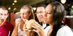 Benarkah Konsumsi Junk Food Saat Diet Bagus untuk Konsestrasi Otak?
