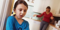 Anak Suka Melawan Orang Tua? Atasi dengan Cara Ini!