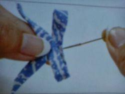 Membuat Anting Pita dari Kain Batik