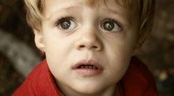 Sering Menakut-Nakuti Si Kecil? Simak Dampak Buruknya bagi Anak