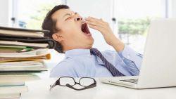 Mengantuk Saat Bekerja? Hindari Makanan Ini