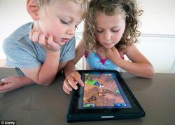 Apakah Perlu Melarang Anak Menggunakan Handphone di Kamar?
