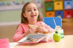 Tips Memilih Cemilan yang Sehat bagi Anak