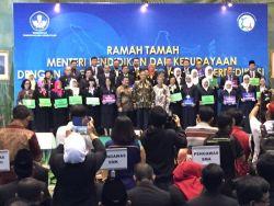 Hebat! 99 Guru Berprestasi dan Berdidikasi Mendapat Apresiasi dari Pemerintah