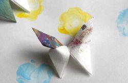 Membuat Kupu-Kupu Cantik dari Kertas Bekas