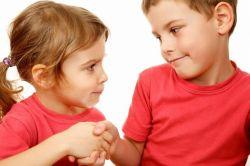 Kiat Ampuh Mengajarkan Anak Meminta Maaf