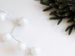 Menghias Lampu Natal dengan Glitter