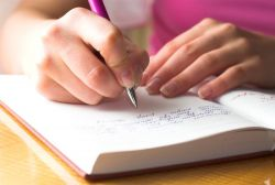 Mengenal Karakter Seseorang dari Tulisan Tangan