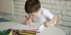 Ingin Latih Konsentrasi Anak? Yuk Menggambar dan Mewarnai