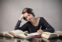 Manfaat Belajar Sambil Mendengarkan Musik