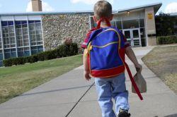 Bagaimana Menyikapi Lingkungan Negatif pada Anak? Ikuti Tips Berikut!