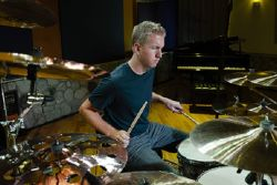 Belajar Pukulan Dasar di Drum