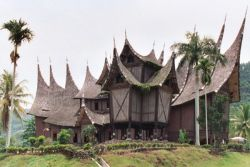 4 Rumah Adat Unik Asli Indonesia!