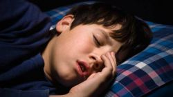 Wajarkah Si Kecil Tidur Mendengkur? Yuk Ketahui Penyebabnya!