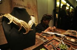 Kenali Perhiasan Perhiasan Adat Indonesia!