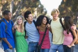 Siapa Pencari Bakat Terbaik bagi Anak Remaja Kita?