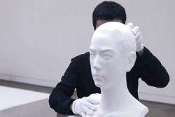 Keren, Patung Patung Ini Bisa Memanjang!