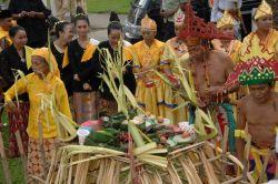 Ritual Menjamu Benua untuk Menghubungi Dunia Gaib