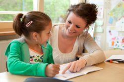 Bantu Anak Mengerjakan PR dengan Cara Berikut