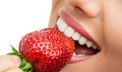 Makanan Ini Dapat Membuat Gigi Anda Putih Cemerlang