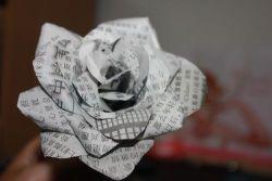 Cara Membuat Bunga Mawar dari Koran Bekas