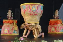 Uniknya Tari Boboko Mangkup dari Jawa Barat