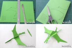 Membuat Pterodactyl dari Karton Warna