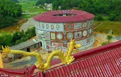Wow, Nenek 86 Tahun Ini Membangun Istana Keramik!
