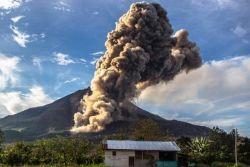 Gunung Meletus, Sekolah di Ternate Diliburkan
