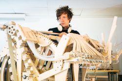 Wuih, Mesin Ini Menggunakan 2000 Kelereng untuk Menghasilkan Musik!