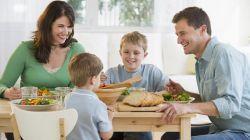 Family Time, Ini 5 Cara Biasakan Anak Makan Bersama Keluarga