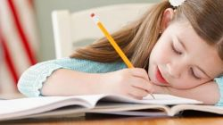 Biarkan Anak Bebas Berimajinasi Saat Menulis