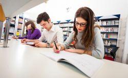 Tingkatkan Prestasi Belajar dengan Banyak Membaca