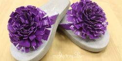 Membuat Hiasan Bunga untuk Sandal Jepit dari Lakban