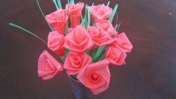 Membuat Bunga Mawar dari Sedotan Plastik