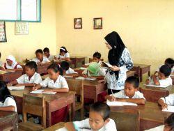 Ini Kabupaten yang Kekurangan 431 Guru