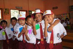 Anak SD dan SMP di Daerah Gresik Dapat Seragam Sekolah Gratis