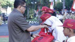 16 Ribu Siswa Miskin di Surabaya Dapat Bantuan Seragam dari Pemkot