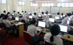 Sekitar 40 SMPN di Kabupaten Cirebon Harus Terapkan Komputerisasi
