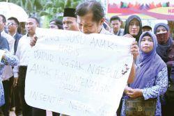 Sudah 9 Bulan Guru Honorer Tak Gajian di Pemprov Maluku Utara