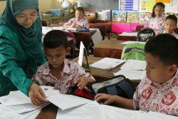 Tanpa Permendikbud Pun, Sudah Tugas Guru Lindungi Anak Didik