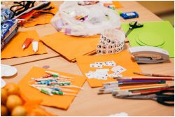 Cara Membimbing Anak Belajar di Luar Angka dan Huruf